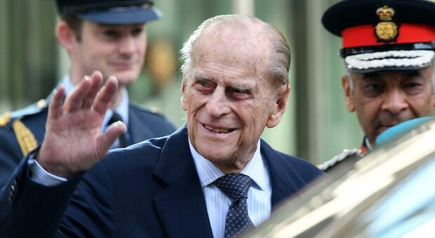 Morto il principe Filippo, tutte le sue gaffe più memorabili. Dal koala ai pirati nelle Cayman