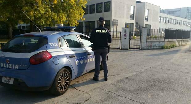 Controlli della Polizia in prossimità degli istituti scolastici: denunciato un giovane e sequestrata la droga