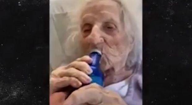 Nonna guarisce dal coronavirus a 103 anni e chiede una birra ghiacciata per festeggiare