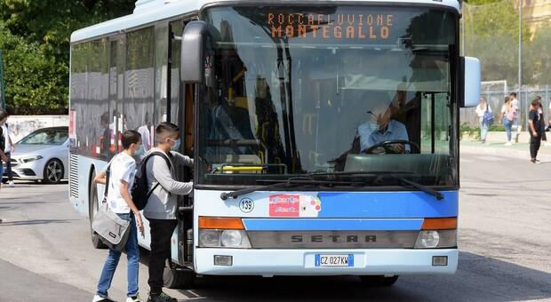 Controlli sui bus: più soldi alla Start per gli steward: vigileranno sul rispetto del distanziamento e l obbligo della mascherina