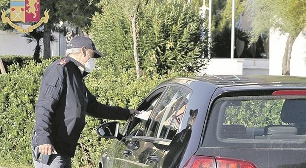 Porto San Giorrgio, rompe i vetri delle auto in sosta per rubare: il ladro incastrato dai vestiti