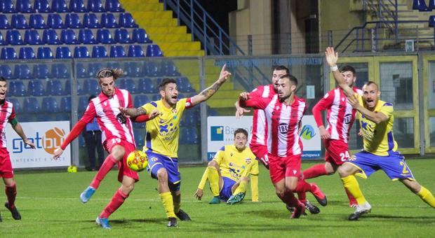 Un'immagine del recente derby Fermana-Matelica finito 1-1