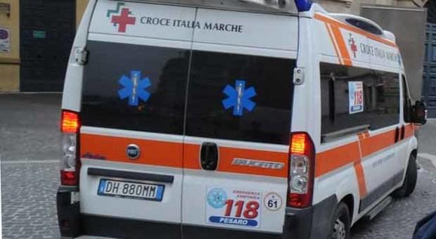Pesaro, mix di eroina e alcol nella serata con gli amici: salvato in extremis dall'overdose