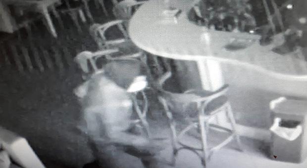 Grottammare, cappellino e mascherina: i ladri all'assalto degli chalet, due colpi nella notte
