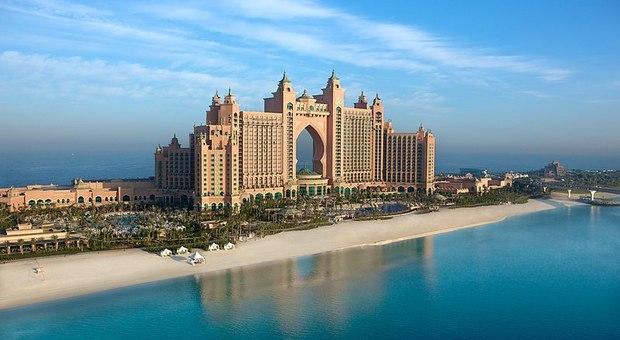 Dubai, nell'hotel extralusso arriva anche un acquario di meduse