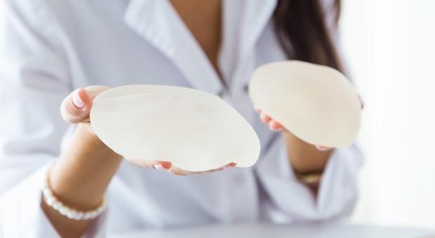 Tumori, 41 linfomi in pazienti con protesi al seno: Ministero cheide verifiche