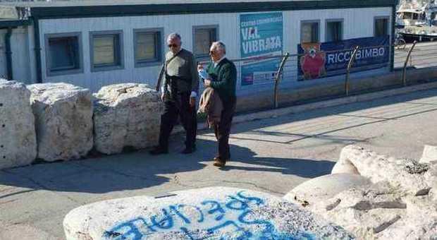 San Benedetto, nuovi atti vandalici al molo e al ponte sull'Albula