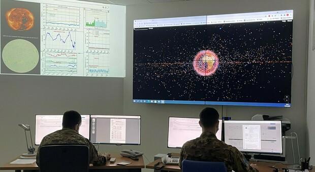 Debutta la Brigata aerospaziale dell'Aeronautica militare che controlla la nube di satelliti e detriti intorno alla Terra