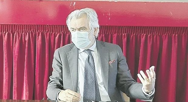 Fermo, contatti a scuola con i contagiati: resta la quarantena ma per niente tampone per tornare in classe