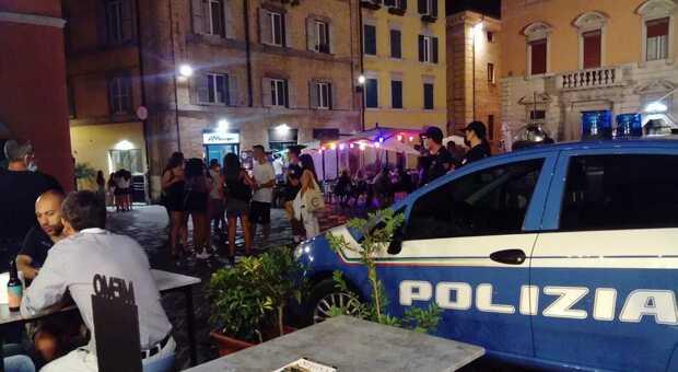 La polizia in piazza del Plebiscito ad Ancona