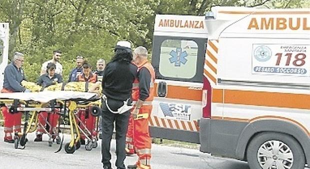 Anche per il 118 la coperta è corta: «A Urbino 15 giorni senza medico»