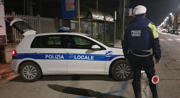 Controlli della polizia locale di Falconara