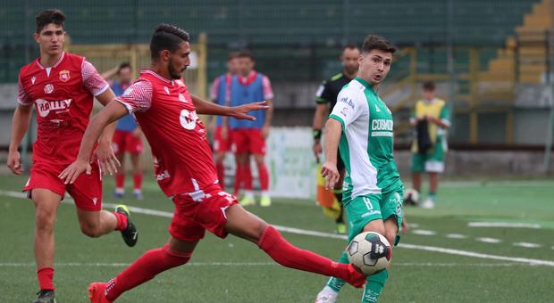 Un contrasto durante Avellino-Ancona Matelica finita 0-1