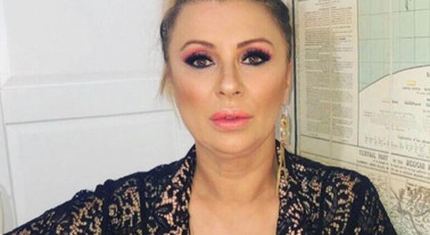 Tina Cipollari derubata in un bar, scatta la denuncia: individuato il ladro