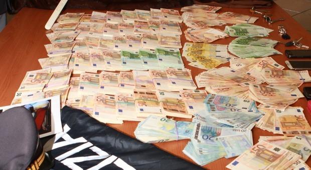 Viene ripulito dalla moglie infedele. Spazzolati i risparmi: 145mila euro. Trovato il tesoretto in casa della badante moldava