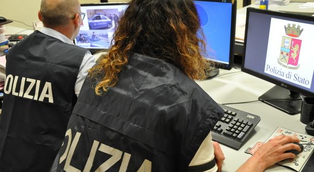 Ruba i dati sensibili di una persona per attivare contratti di telefonia, denunciato