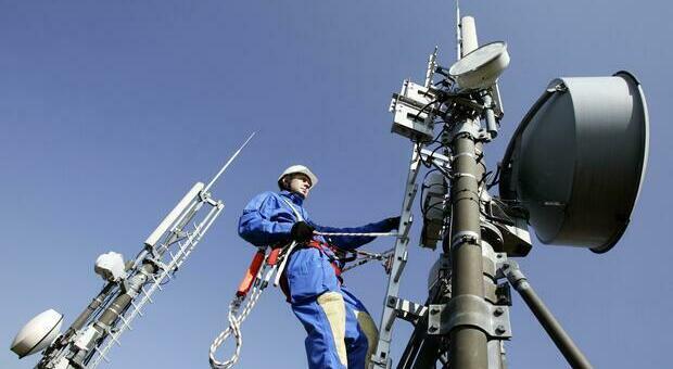 I lavori a un'antenna per la telefonia