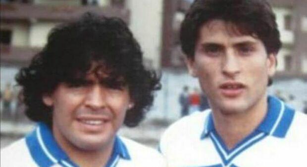 Diego Armando Maradona e un giovanissimo Massimiliano Favo insieme al Napoli