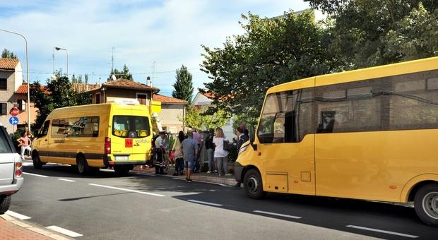 Gli scuolabus di Tundo rimasto nel garage per 12 comuni dei 15 serviti nel Pesarese