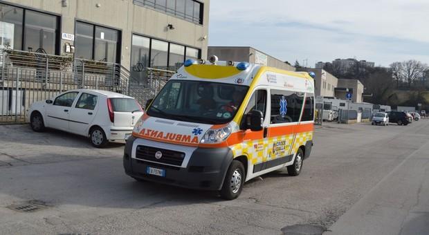 Scontro tra un furgone e uno scooter: ferito un uomo di 60 anni