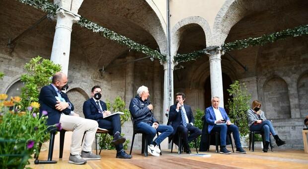 Guido Castelli, Marco Fioravanti, Francesco Moser, Giancarlo Laurenzi, Beppe Conti e Giorgia Latini alla presentazione del libro