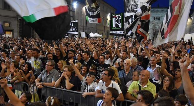 I tifosi dell'Ascoli per la festa in piazza