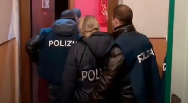 Terrorismo suprematista, in manette un 22enne a Savona. Si ispirava alle SS: «Voleva preparare un attentato»