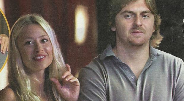 Martina Stella, il marito Andrea Manfredonia e la figlia Ginevra a Forte dei Marmi