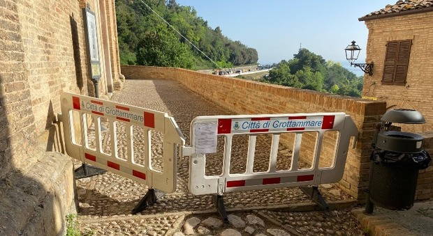 Santa Lucia, le volte sono lesionate: scatto il divieto di accesso al lavatoio