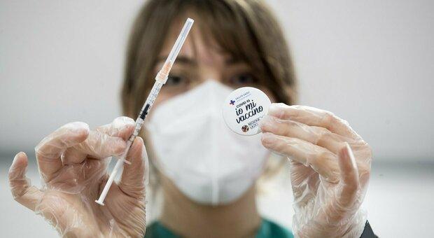 Vaccini, domani nelle Marche si prenota la fascia 50-59 anni. Via libera anche per i 40-49enni: ecco da quando