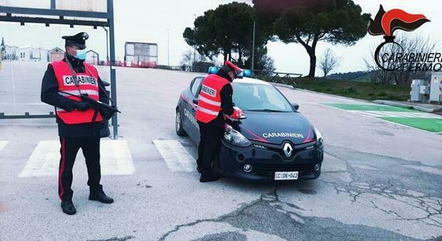 Al volante del Suv rubato, giovane recidivo nei guai. Bloccato dai carabinieri sulla strada Mezzina