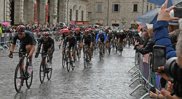 Il passaggio del Giro d'Italia ad Ascoli