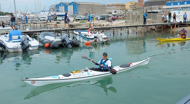 Alessandro Gattafoni in kayak verso la Croazia
