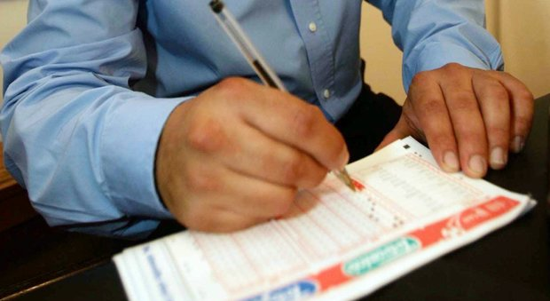 Gioca la schedina in orario di lavoro Dipendente comunale rischia processo