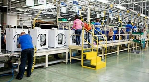Alla Whirlpool la cassa agita i dipendenti: adesione massiccia allo sciopero di 4 ore