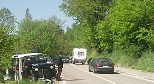Forzano il posto di blocco inseguiti ladri fuggono a piedi for Disegni di posto auto coperto in piedi