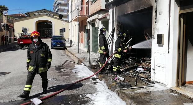 I vigili del fuoco in via Gorizia