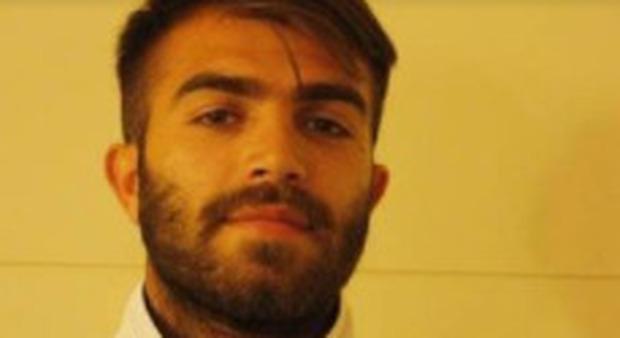 Calciatore muore durante la partita per ricordare il fratello defunto: Giuseppe Perrino aveva 29 anni