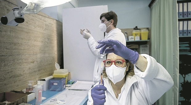 Vaccini Covid, le Marche escluse dai tagli: da oggi la consegna di più di 10mila dosi Pfizer
