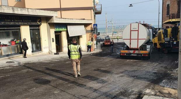 C'è il cantiere per gli asfalti: traffico in tilt a Palombina