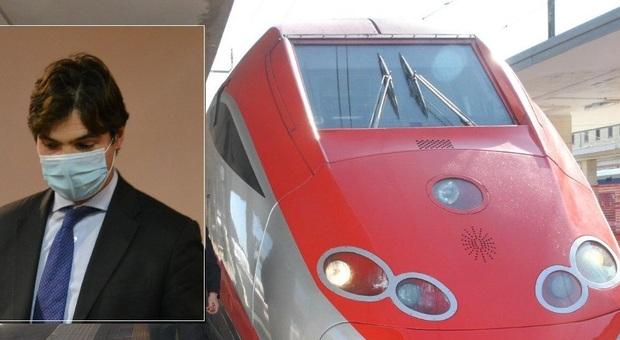 Francesco Acquaroli, presidente della Regione Marche, e un Frecciarossa alla stazione di Ancona