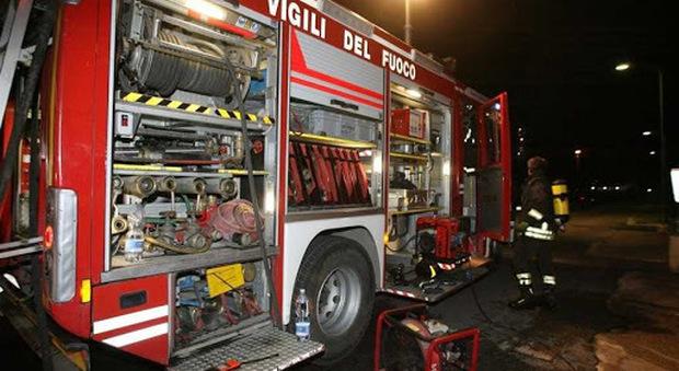 Civitanova, un'auto distrutta dal fuoco nella notte: sull'incendio c'è l'ombra del dolo