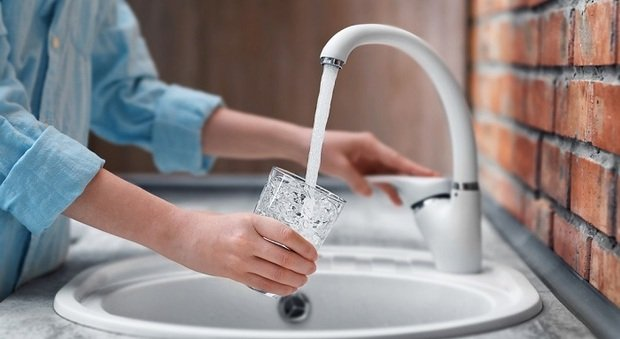 Un rubinetto aperto