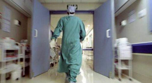 Torrette, la terapia intensiva rompe gli argini: 21 posti occupati sui 19 per casi Covid