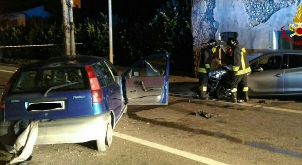 Incidente fra Peugeot e Punto nella notte: morto diciottenne, gravissimo un amico