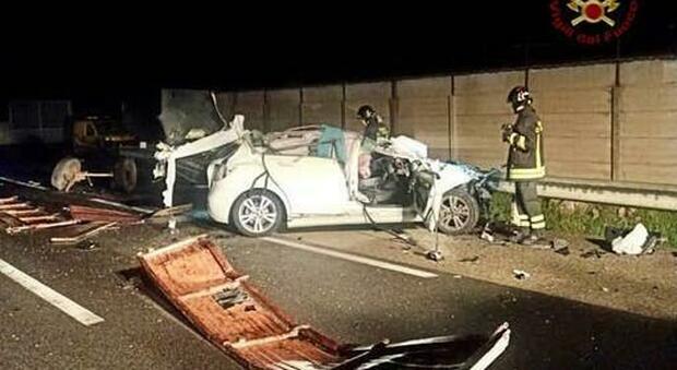 Incidente in Sardegna, morti 18enne e 17enne incinta: auto contro trattore a 30 chilometri da Cagliari