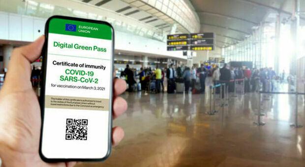Green pass, le misure per ripartire: il 93% di prof immunizzati o scatta la Dad, aerei e treni col certificato dopo Ferragosto