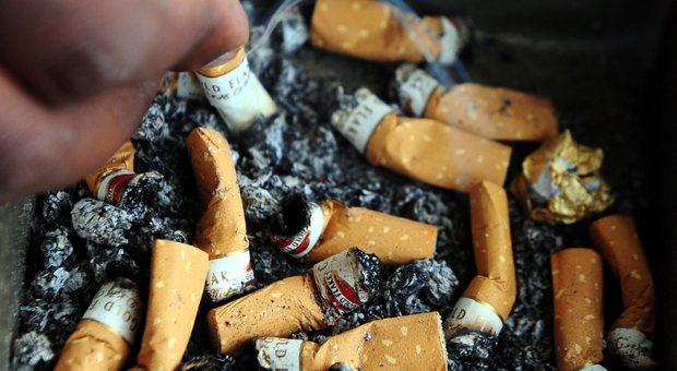 La tua segnalazione a Corriereadriatico.it «Un tappeto di sigarette all'ingresso dell'ospedale pediatrico»