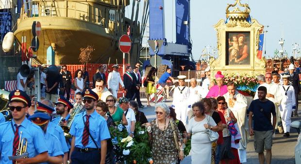 Festa della Marina social, la processione va sul web. Affidate ad un drone le riprese tra mare e terra per aggirare gli ostacoli del Covid