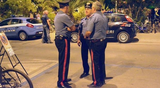 Battaglia notturna per le strade in Riviera, 30 i giovani coinvolti, uno ferito con una coltellata